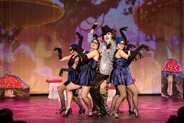 Cheshire Cat dancing